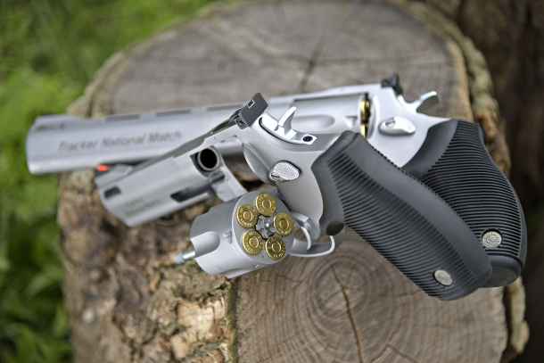 "Taurus Tracker National Match revolver: 5 rounds of .44 Magnum ammunition, 4"" or 6.5"" barrel lenghts"