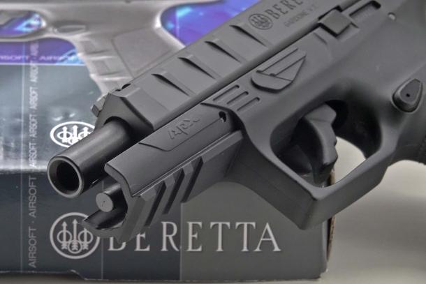 La tedesca UMAREX è titolare della licenza esclusiva per la produzione e la commercializzazione di repliche ufficiali delle armi a marchio Beretta
