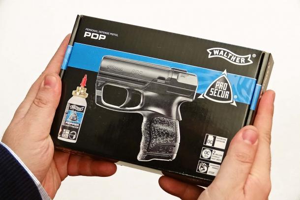 La scatola del Walther PDP contiene la pistola, una bomboletta e le istruzioni