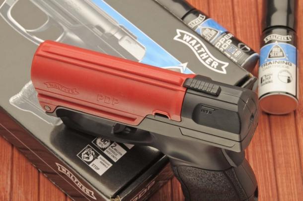 Una levetta scorrevole consente l'apertura del Walther PDP per il caricamento