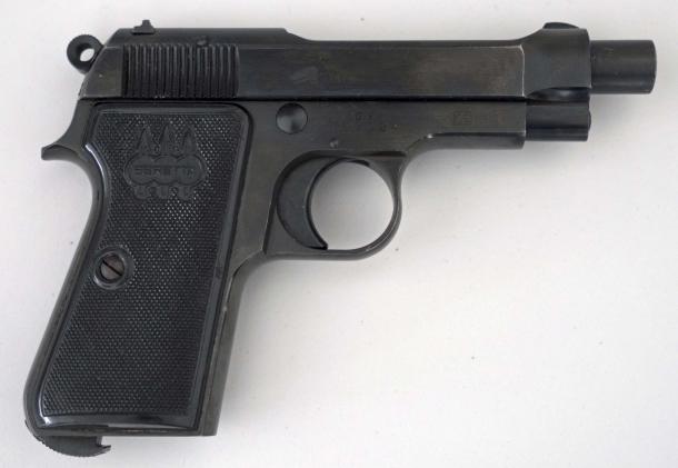 Una delle Beretta 34 della GDF di Brownells Italia, vista dal lato destro