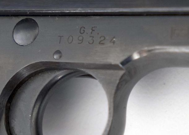 Le Beretta 34 ex Guardia di Finanza sono chiaramente identificate dalla dicitura G.F. punzonata sul fusto poco sopra il numero di serie