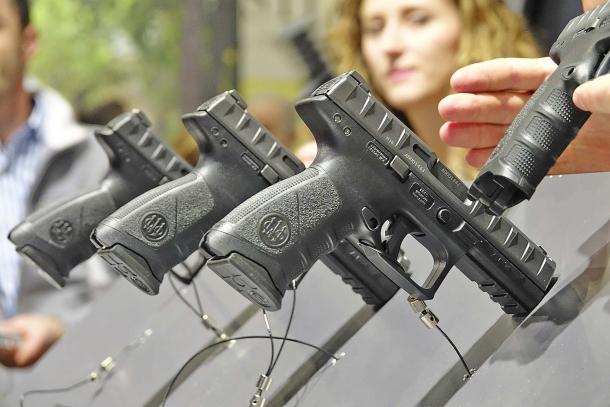 La pistola Beretta APX esposta allo HIT Show di Vicenza