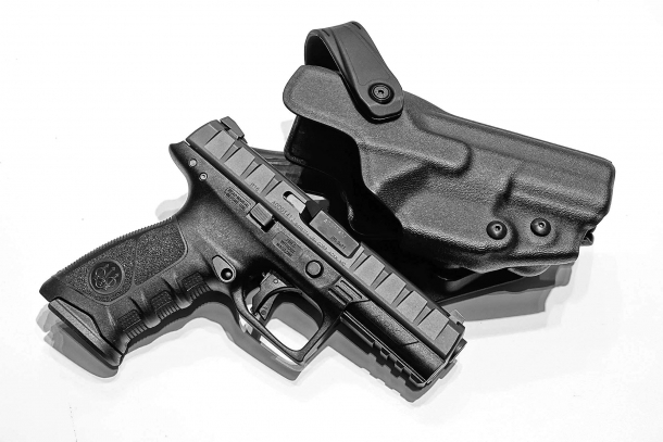 The new Beretta APX pistol with the dedicated tactical pistol holster realized by Radar 1957
