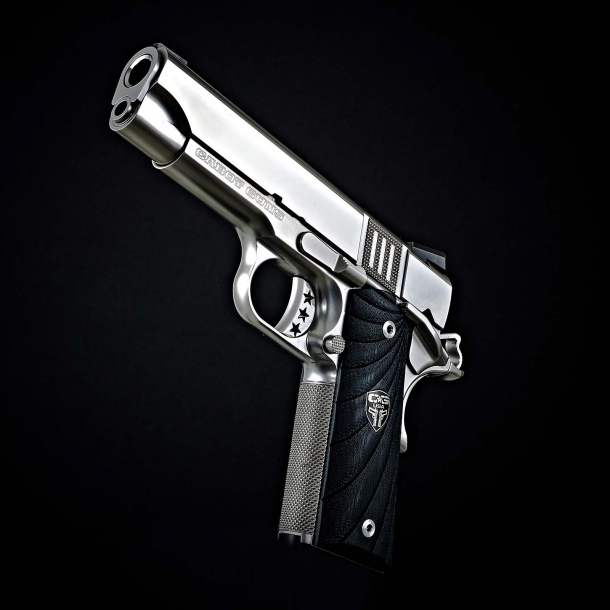 The Cabot Guns S103, Commander-sized pistol
