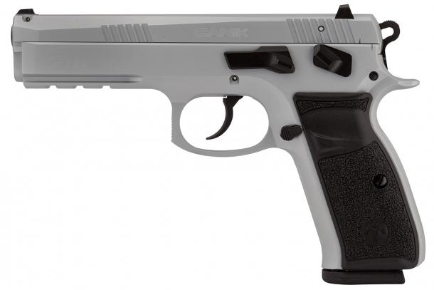 La Canik P120 è disponibile in versione nera o cromata H170