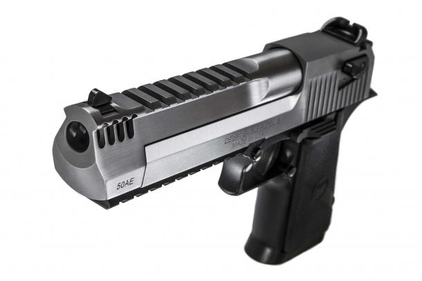La Desert Eagle è una pistola da tiro alla silhouette e per la caccia (ove consentito), e il nuovo calibro 429 è stato pensato per offrire le migliori prestazioni proprio in tali circostanze