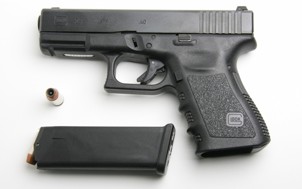 As of today, FBI agents have been using the Glock 22 and Glock 23 pistols in .40 Smith & Wesson caliber