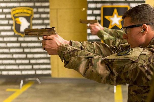 La 101ma Divisione Aviotrasportata – un'unità d'élite dell'Esercito USA – ha ricevuto le nuove pistole d'ordinanza il 28 novembre 2017