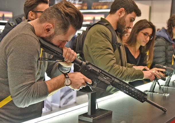 La nuova versione del TSR, l'AR-15 di Tanfoglio, con astina rotaiata