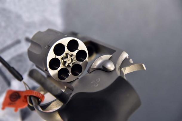 Leggero e compatto, il Colt Cobra è camerato per il calibro .38 Special