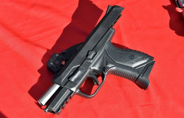 Il caricatore della Ruger American Pistol Compact in calibro .45 ACP può ospitare sette o dieci colpi