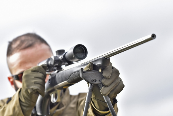 We have also tested the rifle from sticks, to verify its ease of handling: passed!