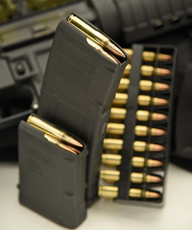 The Colt Expanse M4 uses standard STANAG magazines, from the shots up