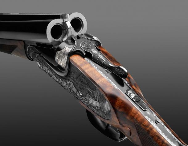 "Fanzoj ""The Great Migration"" Express Rifle: the barrels breech, unlocked"