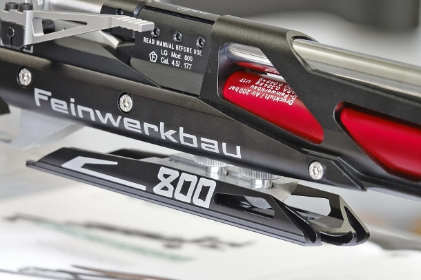 Il supporto (per la mano) anteriore della Feinwerkbau 800 X è completamente regolabile in avanti, indietro e lateralmente