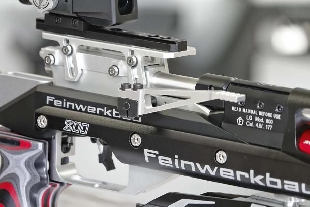 Dettaglio della leva di caricamento della carabina Feinwerkbau 800 X
