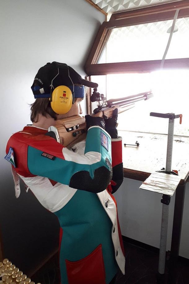 Riccardo Ranzani durante le prime prove del fucile, pochi giorni fa
