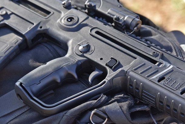 A military-style wide trigger guard allows easy trigger reach even when wearing tactical gloves