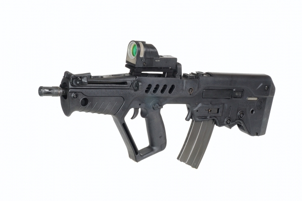 "The Tavor Commander CTAR carbine, featuring a 380 mm / 15"" barrel"