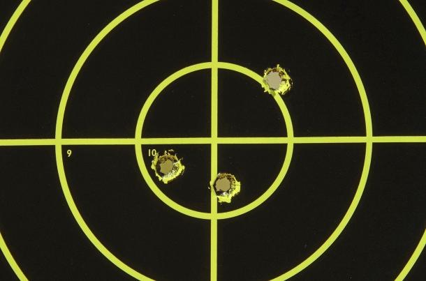 Rosata di 3 colpi ottenuta a 100 metri, con arma su rest, con munizioni Fiocchi FMJ da 147 grani