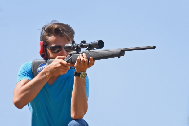 The Mossberg Patriot rifle is light and stylish. It is not a matter of comparing it with emblazoned rifles, rather, to understand its spirit: an Entry Level rifle, with all what is needed