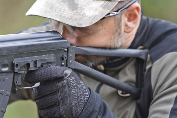 La calciatura pieghevole dello SDM AKS-103