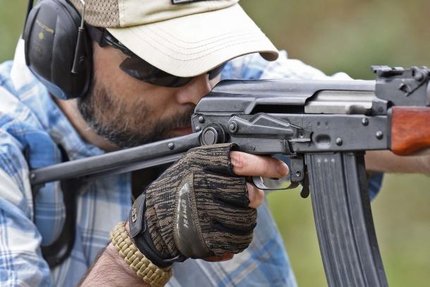 La calciatura pieghevole dello SDM AK-74