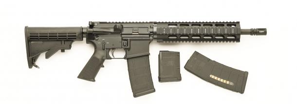 Vista laterale dello SDM M4 Commando