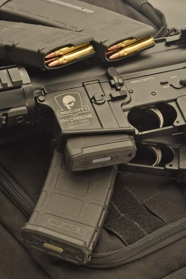 Il caricatore standard montato sugli M4 SDM venduti in Italia è da 10 colpi