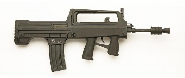 SDM M77 Commando, visto dal lato destro