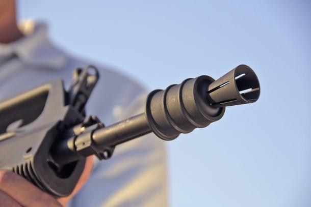 Un'occhiata ravvicinata al peculiare rompifiamma dello SDM M77 Commando