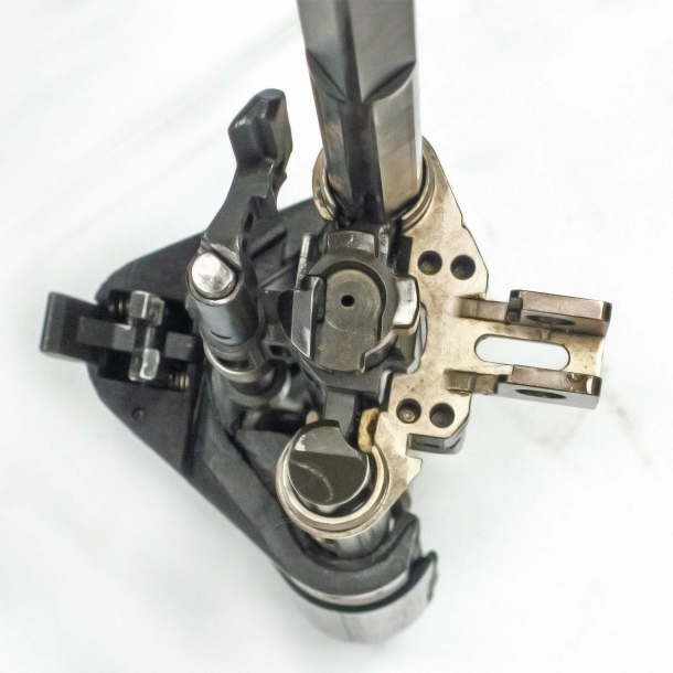 A full frontal of the bolt group, with all its key components in sight – including the plunger that drives spent cases one by one off the forward chute