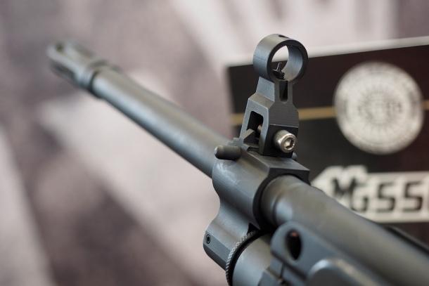 La canna della MG556 è lunga 46 centimetri e mezzo
