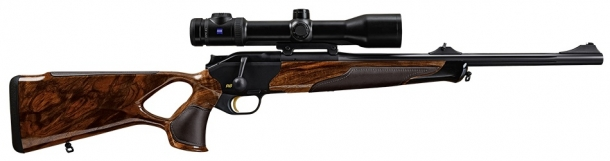The R8 Success Individual comes with treated leather inlays in cocoa color on the forend, grip and comb