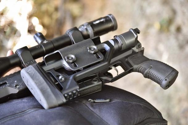 Modularità totale: il calcio è montato su un buffer tube tipo AR-15