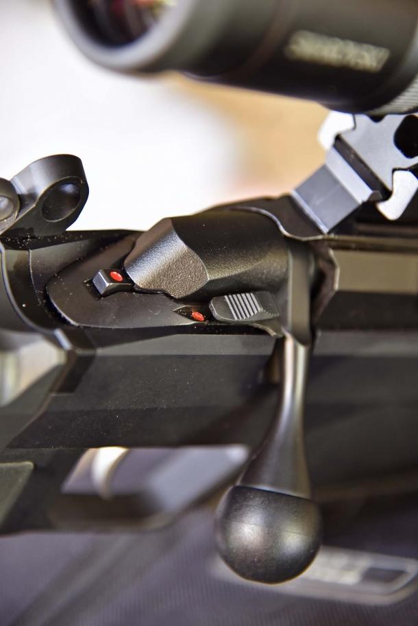 Dettaglio della sicura a due posizioni del T3x TAC A1 e della leva che anche con una cartuccia in camera, consente di scaricare l'arma in piena sicurezza