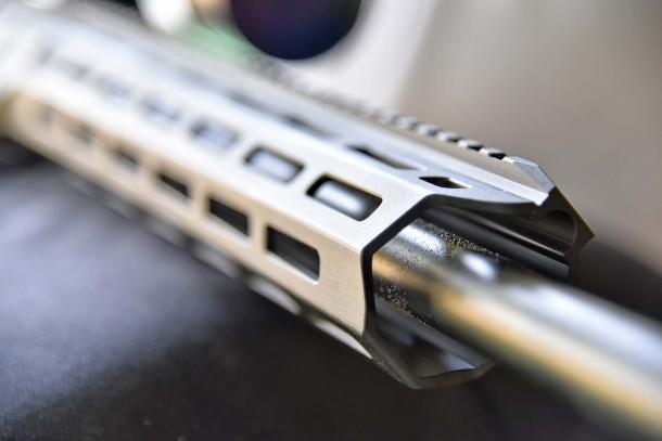 L'astina in alluminio del Tikka T3x TAC A1 presenta intagli M-LOK