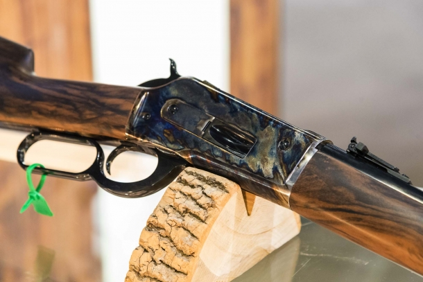 Pedersoli's new 1886 lever-action carbine and Howdah flintlock pistol