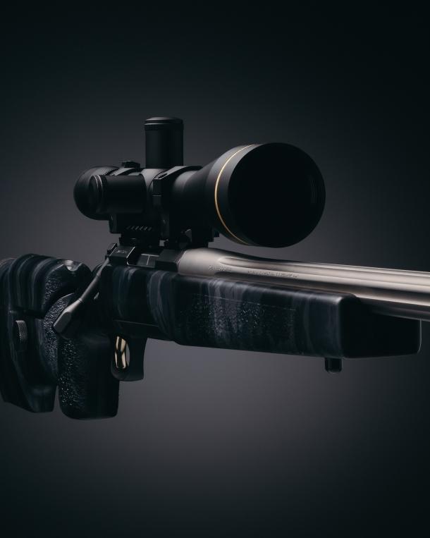La calciatura del Browning X-Bolt Target McMillan A3-5 presenta una finitura mimetica A-TACS LE