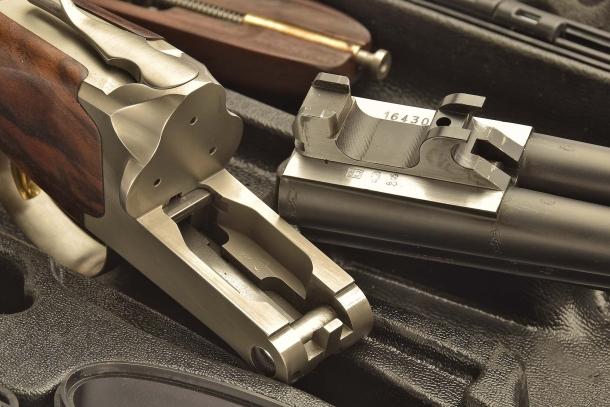 Il fucile smontato mostra la ramponatura della chiusura