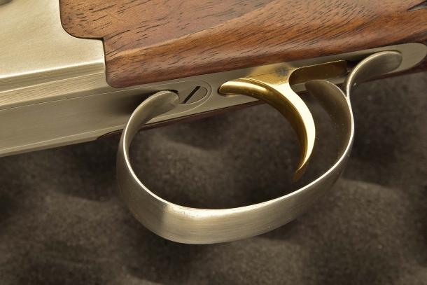 Il fucile è dotato di scatto monogrillo sequenziale