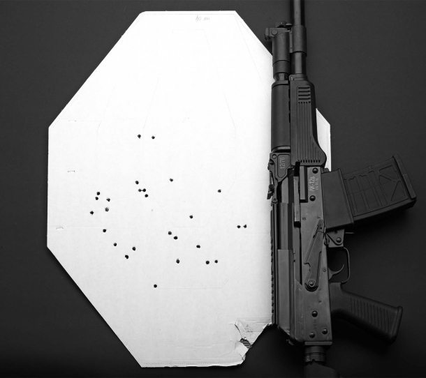 Accuracy test: single shot, pattern spread at a 10-meters distance