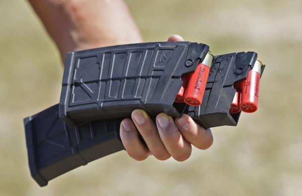 Per l'AK-12s Tactical sono disponibili caricatori da cinque o dieci cartucce