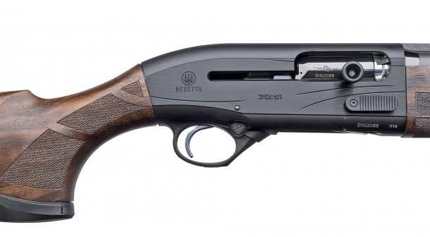 All metal parts of the Beretta A400 Xcel Sporting Black Edition feature a jet black finish