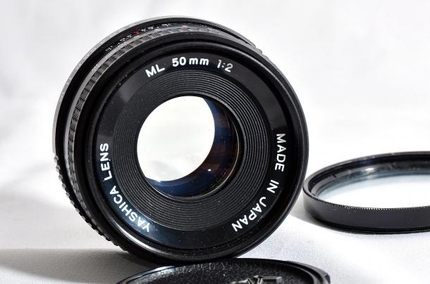 l'obbiettivo di una fotocamera con il diaframma completamente aperto si comporta come un occhio umano perdendo la profondità di campo
