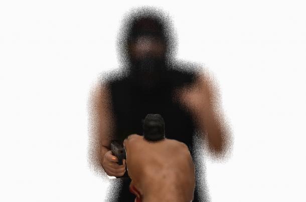 questo è quello che vede l'occhio sotto stress, in una situazione di luce scarsa, puntando l'arma nera verso un bersaglio scuro.