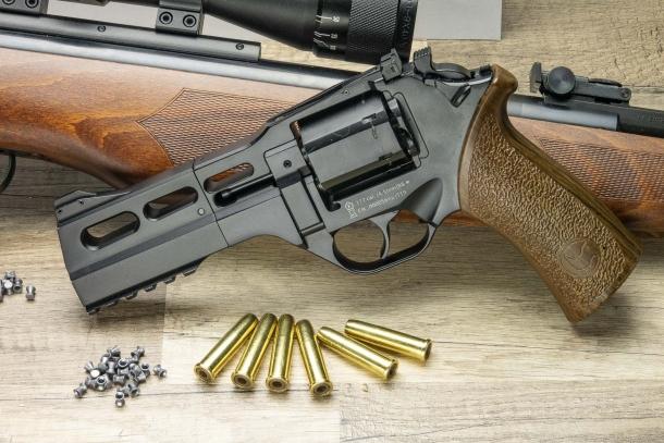 Pistola ad aria compressa: una come questa ci assicura invece molto divertimento anche a distanze inferiori a dieci metri