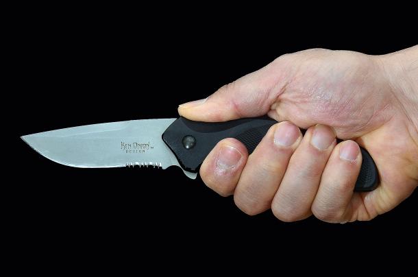 Il coltello può diventare un'arma micidiale, a corta distanza  più lesiva di un'arma da fuoco e molto più semplice da utilizzare