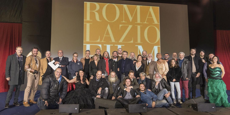 """Foto di gruppo per il cast del film western """"Oro e Piombo"""""""